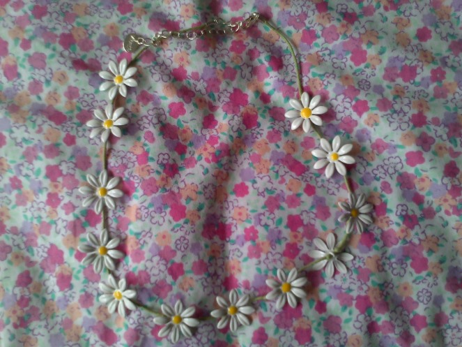 Daisy Necklace 001